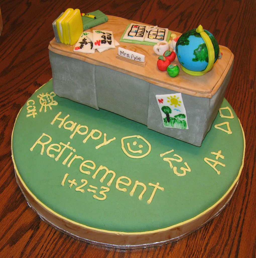 teacher retirement cake photos.jpg