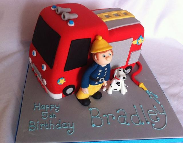 Fire truck and fireman with rescue dog birthday cake.JPG