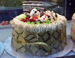 White Chocolate Cake with Dog & Puppies on top.JPG