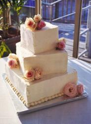 square wedding cake with peach roses pictures