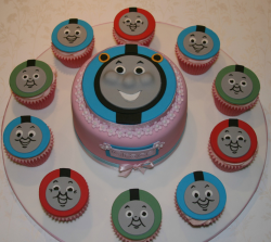 Thomas and friends cupcakes and cake_Thomas the train birthday cake for girls.PNG