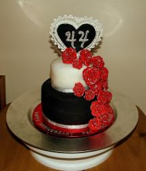 black and white anniversary cakes ideas with bright red flowers.jpg