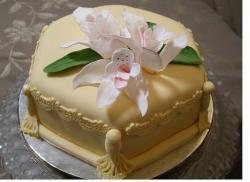 image of anniversary cake with flowers.jpg