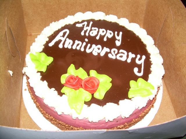 simple anniversary cake photo.jpg