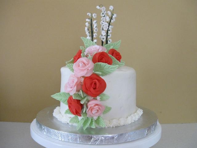 wedding cake first anniversary with bright roses.jpg (1 ...