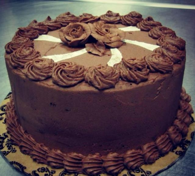 Chocolate cake with chocolate roses.JPG