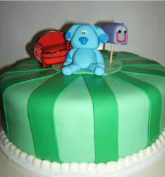 Green kids birthday cake with blue clues cake toppers with thinking chair and mail box.PNG