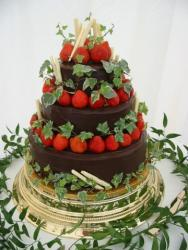 chocolate and straberry wedding cake