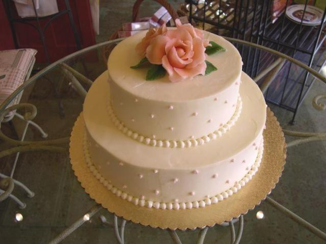 two layer wedding cake images wedding cake with 2 layer roses 2 comments 21330