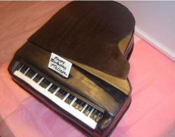 Black piano birthday cake.JPG
