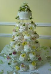 wedding cake mini cakes with flowers and big cup cake on the very top