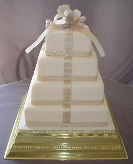 photos of wed parcel cake in cream color and boxy shape