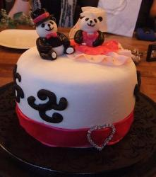 White bridal shower cake with Panda toppers.JPG