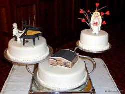 Bride & Groom & Church Wedding Cake