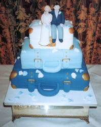 blue suitecases wedding cake