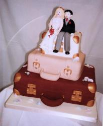 suitecase wedding cake in pink and brown