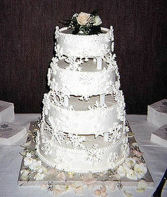 traditional wedding cakes ideas traditional wedding cake in white 21191