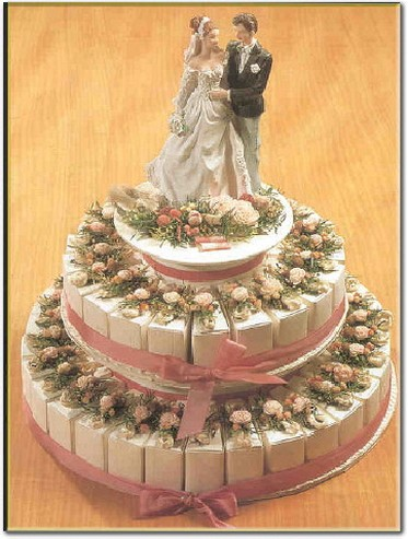 unique wedding cake image with groom and bride topper pictures