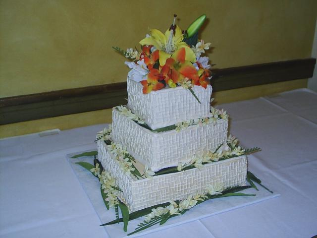 square wedding cakes with fresh flowers square wedding cakes with big and fresh flowers 20421