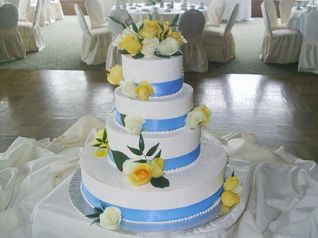 Bright color Wedding Cakes  with fresh yellow roses and blue ribbons