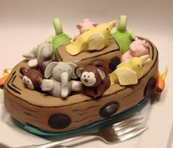 Animal boat mini cake.JPG