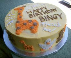 Round Birthday cake with giraffe and other animals.JPG