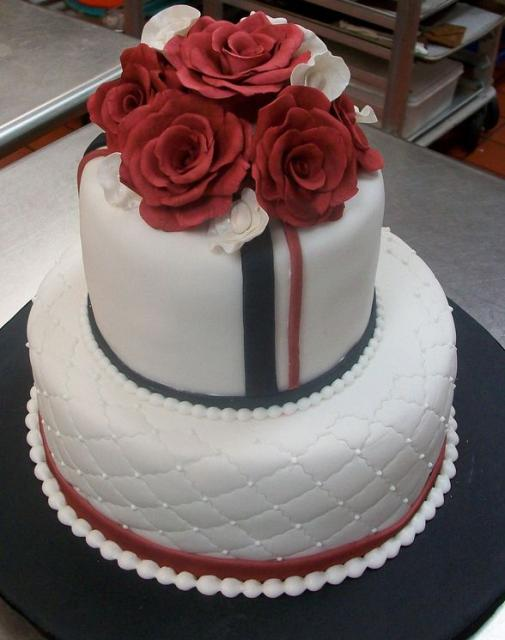 round wedding cakes with red roses white two tier wedding cake with and white roses jpg 19339