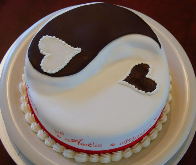 Cute Anniversary Cake Images : Ying yang anniversary cake with hearts.JPG (3 comments) Hi ...
