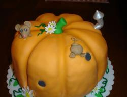 Pumpkin cake with a mouse and flowers.JPG