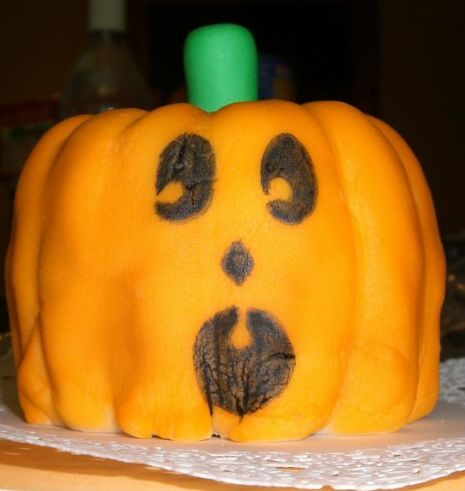 Scream face pumpkin cake photo.JPG