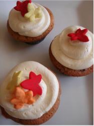 Simple Turkey Cupcakes with pretty and colorful Fall leaves.JPG