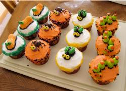 Thanksgiving cupcakes in bright colors looking so yummy.JPG