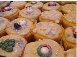 Christmas cupcakes pictures.JPG