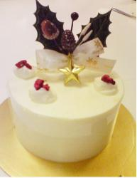 Japanese Christmas Cake Photo with pretty decor.JPG