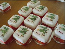 Picture of christmas cakes.JPG