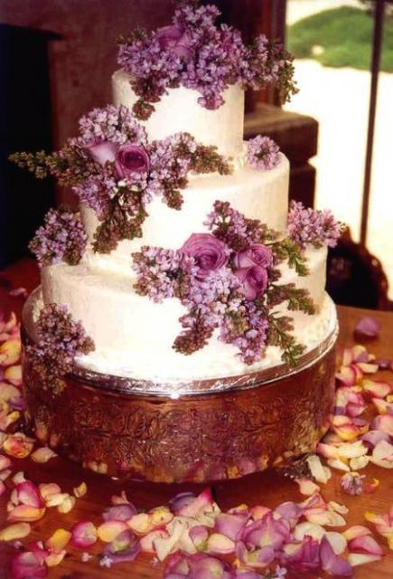 wedding cake with fresh purple flowers. Black Bedroom Furniture Sets. Home Design Ideas