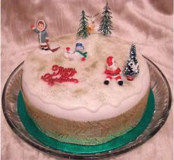 Christmas cake pictures with fun characters.JPG