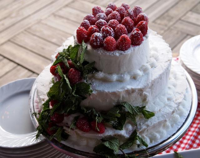 ... layer cake homemaker chic lemon raspberry cream layer cake le food