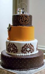 4 Tier Round Wedding Cake with Lego Bride & Groom Toppers.JPG