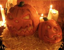 Scary pumpkin cakes for halloween.JPG