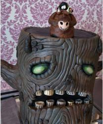 Scary tree halloween cake photo.JPG