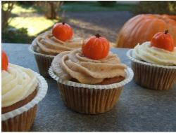 Very cute pumpkin cupcakes for halloween.JPG