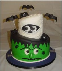 Frank and the Mummy cake with bats.JPG
