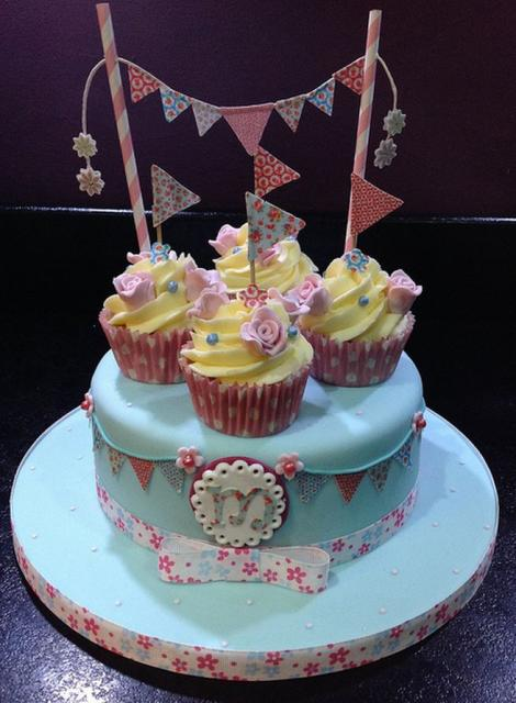 Cake With Cupcakes On Top : Blue round kid s birthday cake with 4 cupcakes on top.JPG ...