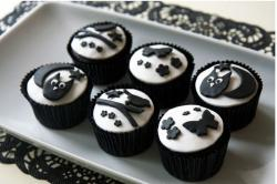 Halloween Black and White Cupcakes.JPG