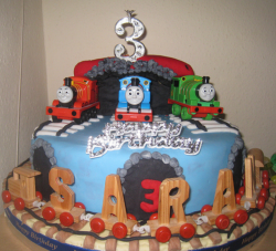 Thomas the train cake ideas with Thomas, Percy and James.PNG