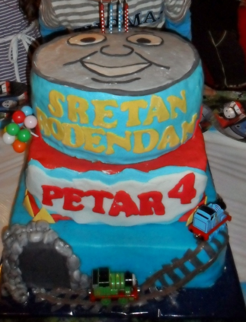 Big Thomas the train cakes with train tracks cake decor with tunnel_Homemade Thomas and friends cakes picture.PNG