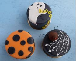 Halloween cakes in three different styles.JPG