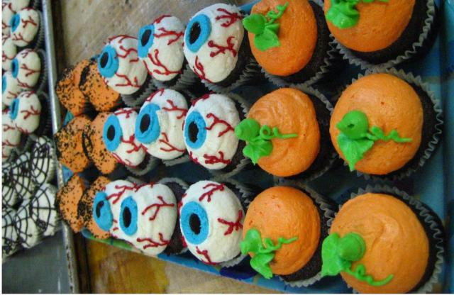 Halloween cupcakes photo.JPG