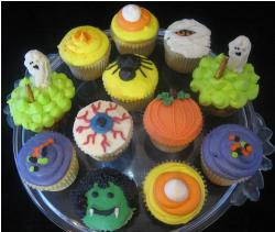 Halloween cupcakes with many different styles.JPG